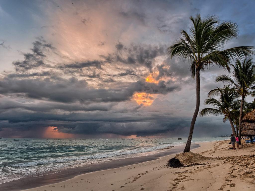Дождь на пляже