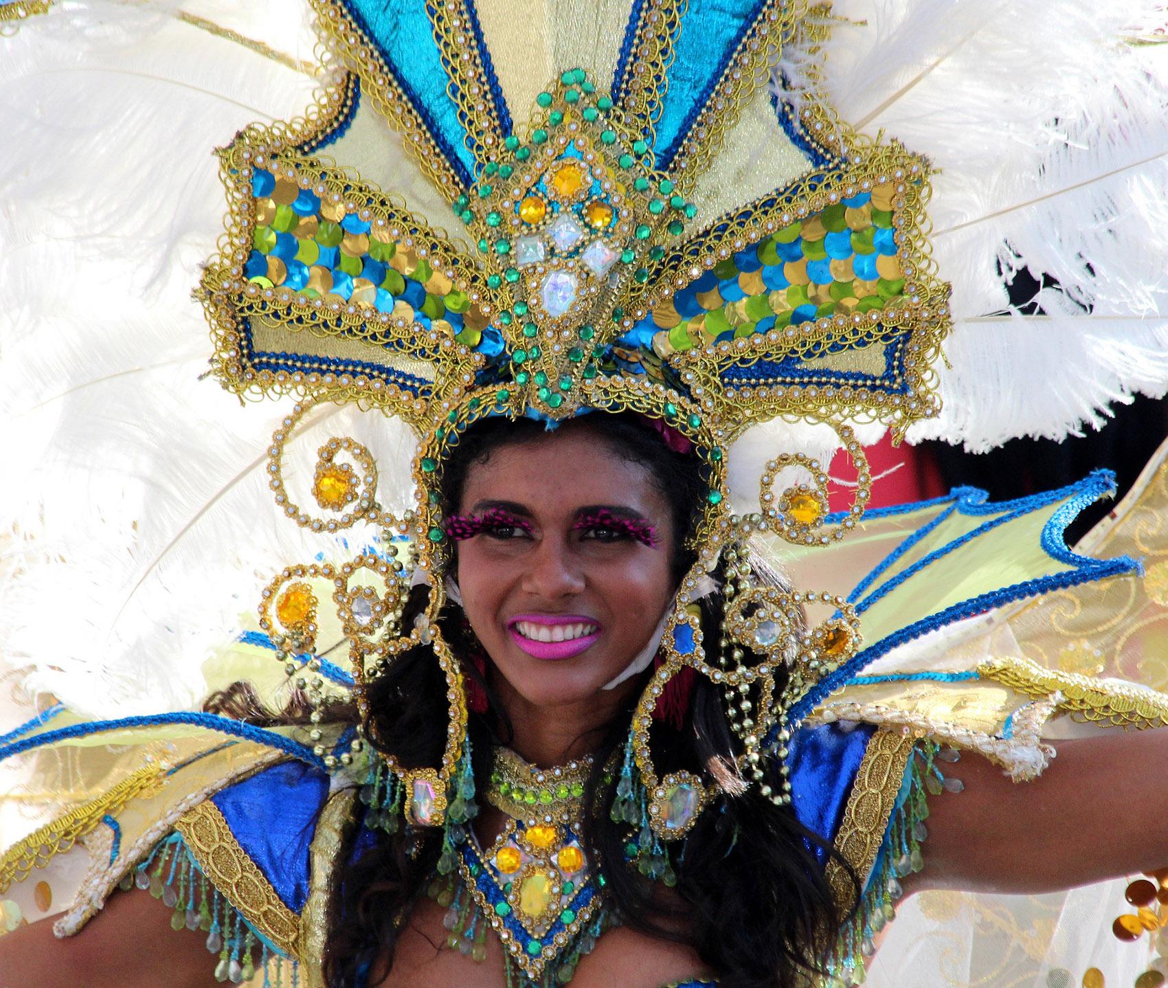 Девушка на карнавале Пунта-Кана