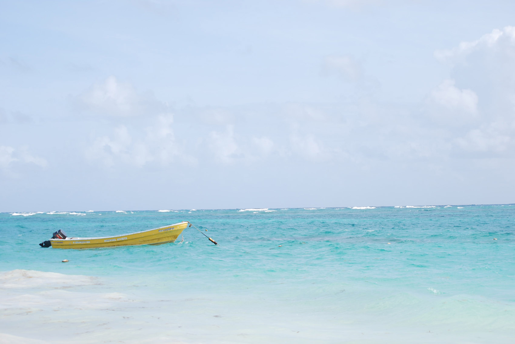 Лодка возле берега Пунта-Кана