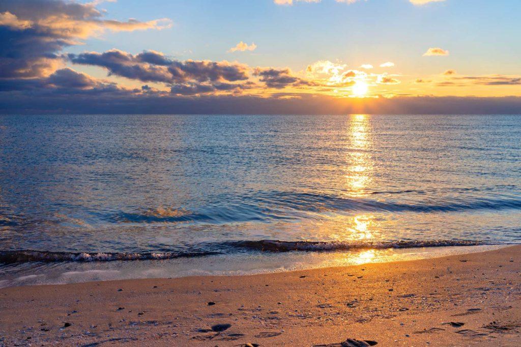 Черное море пляж майские