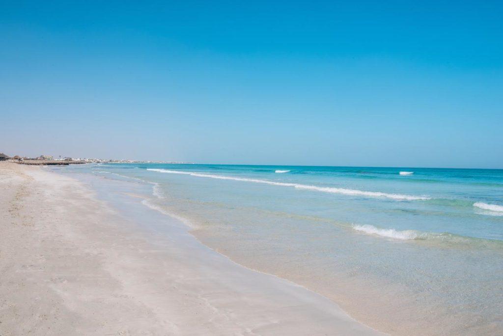 Пляж в Тунис белый песок
