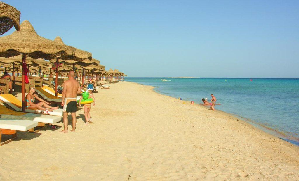 Пляж с мелким песком Хургада