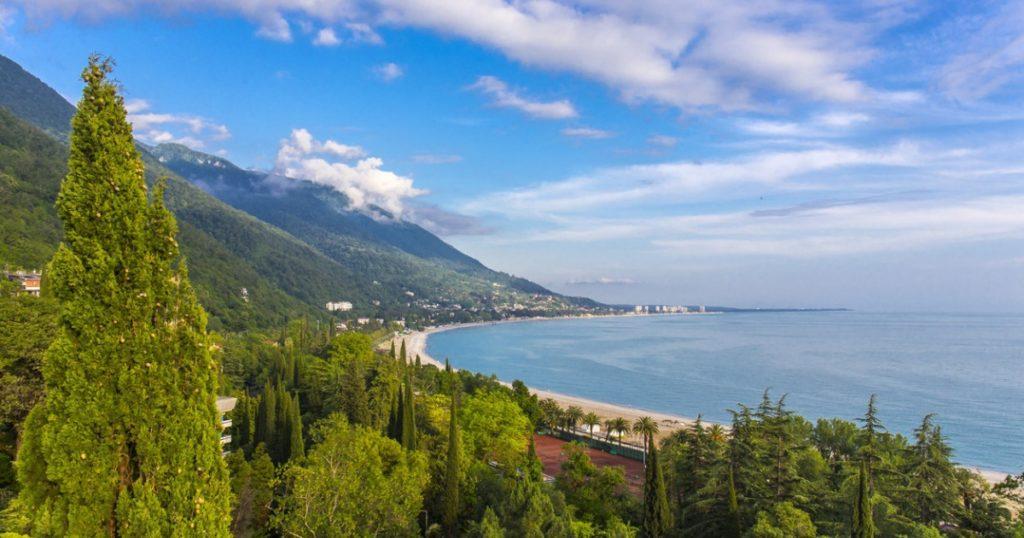 Отдых в Абхазии на море осенью
