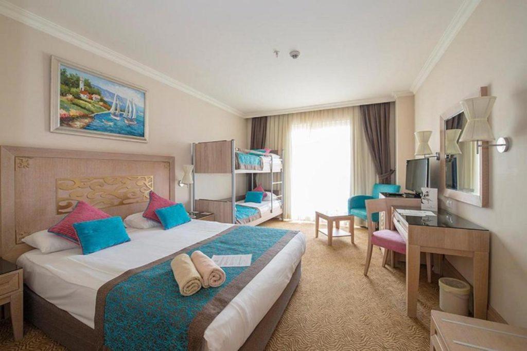 Отель Crystal De Luxe Resort & Spa